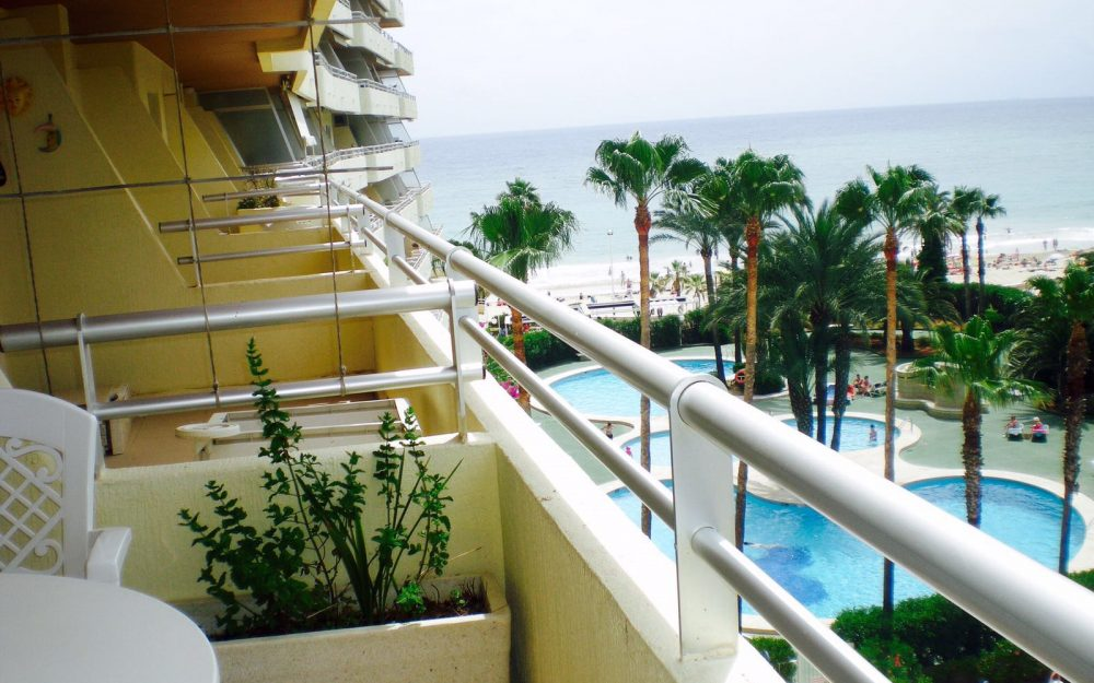 Se alquila apartamento en primera linea de la playa en Calpe