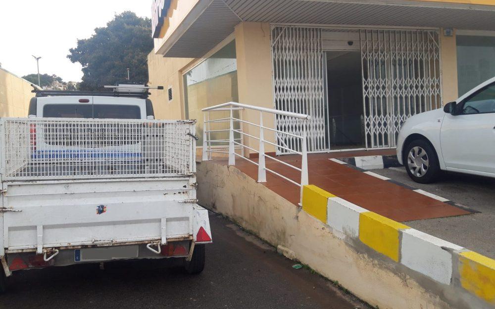 Se alquila local comercial en Moraira