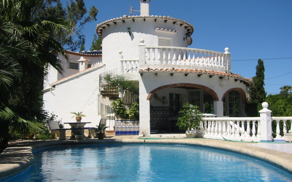 Se vende chalet independiente y con piscina privada en Dénia