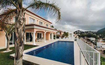 Se alquila para todo el año un estupendo chalet independiente con piscina en Moraira